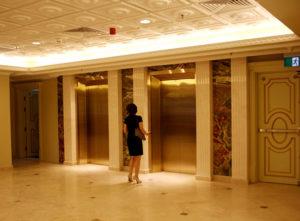 Mẫu thang máy cho khách sạn